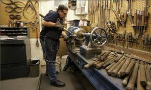 PRESSING-THE-METAL-300x179 Vince Lombardi Trophy, Customized Engraving.